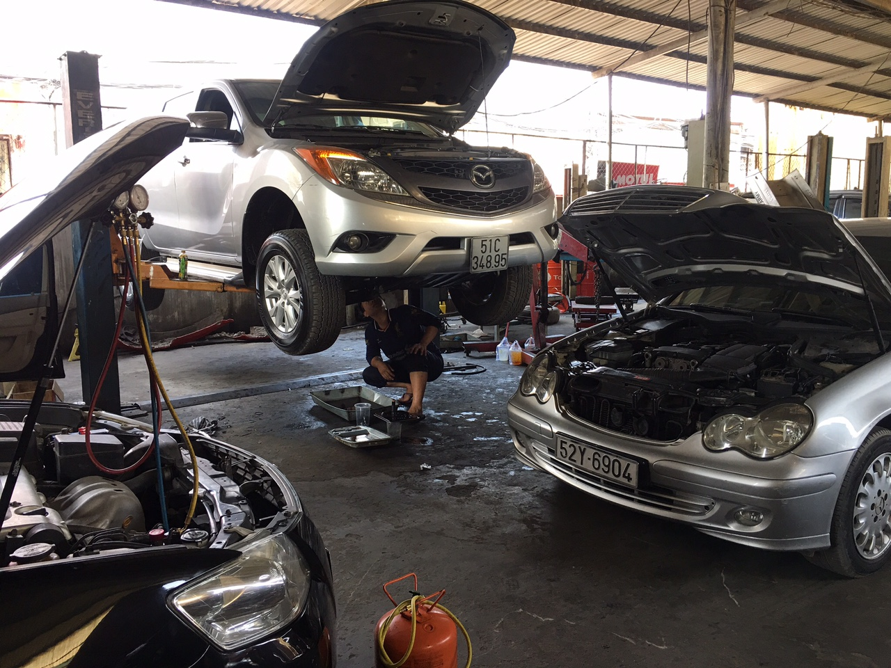 sửa giảm xóc ô tô