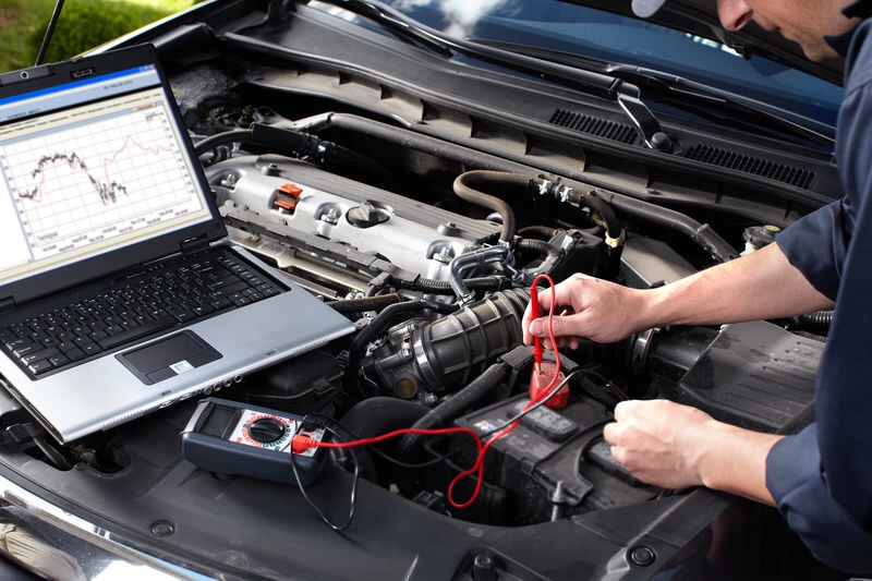 thay bình ắc quy xe ô tô