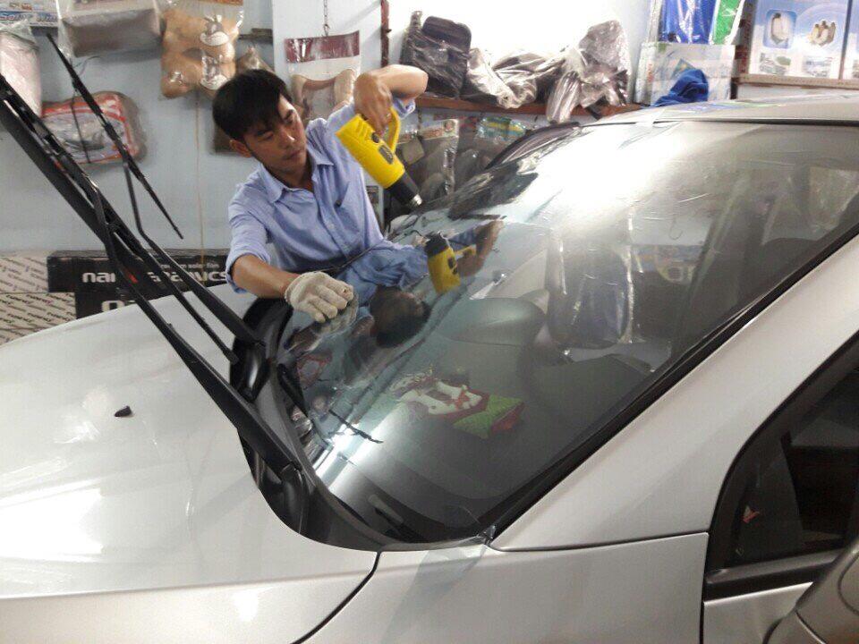 dán kính cách nhiệt xe ô tô